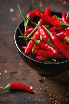 Montón de pimientos rojos picantes