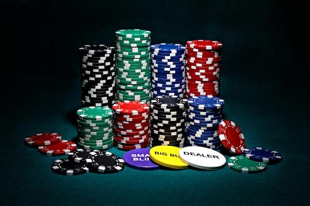 Montones de fichas para póker