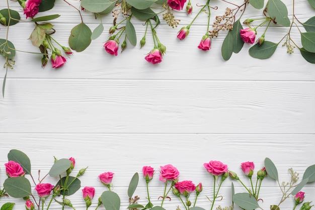 Montones de flores y hojas