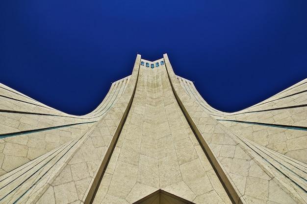 Monumento en la ciudad de teherán de irán