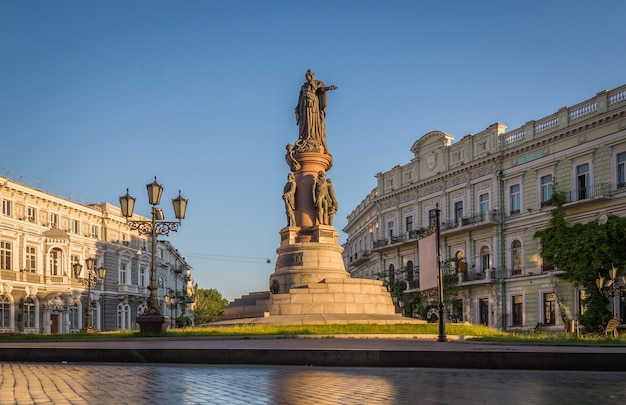 Monumento a los fundadores de la ciudad de odessa ucrania