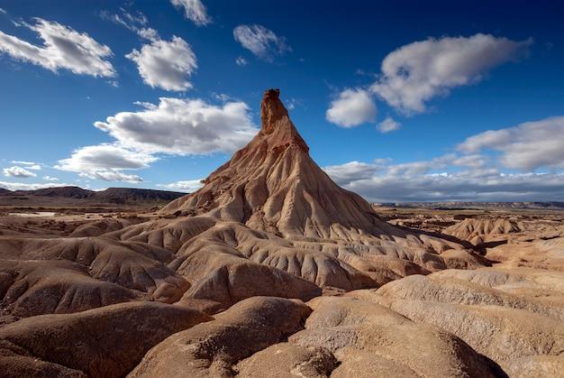 Monumento natural en uno de los desiertos más grandes de europa. bardenas reales. navarra españa