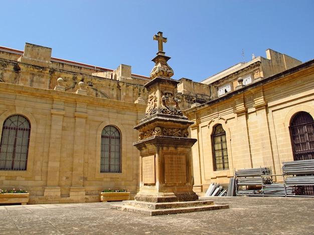 Monumento en valletta, malta