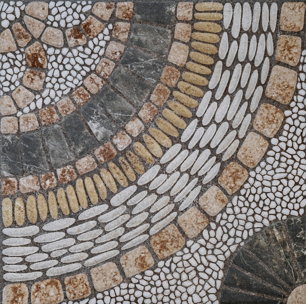 Mosaico de piedras antiguas formando figuras