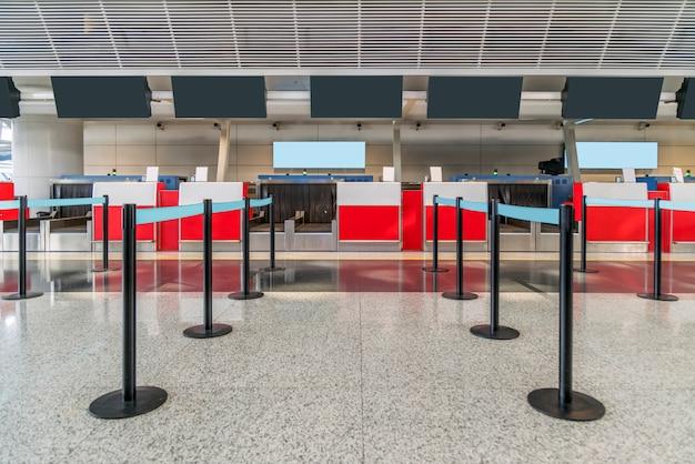 Mostrador de facturación del equipaje en el aeropuerto