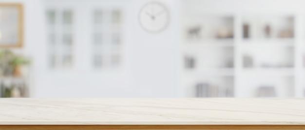 Mostrador de mármol vacío, copie el espacio en la mesa de mármol para su producto en el fondo de la sala de estar borrosa