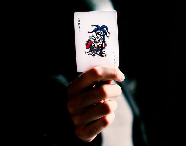 Mostrando tarjeta joker