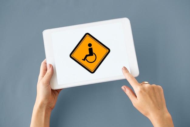 Mostrar letrero de aviso de deshabilitación de silla de ruedas para discapacitados