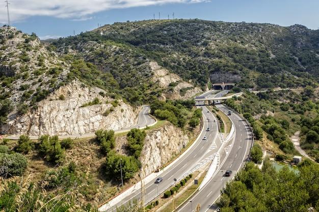 Motion cars en autopista en españa, europa.