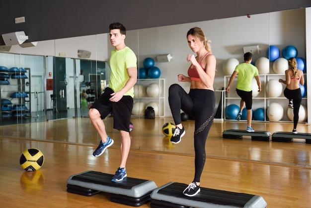 Motivación masculina de baile actividad muscular