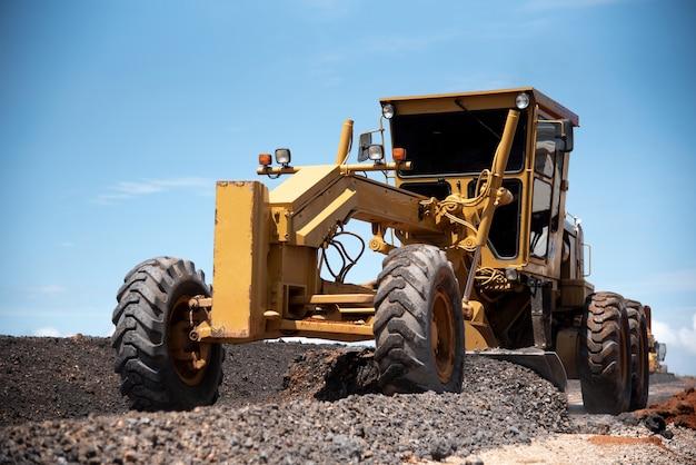 Motoniveladora construcción civil mejora obras viales base