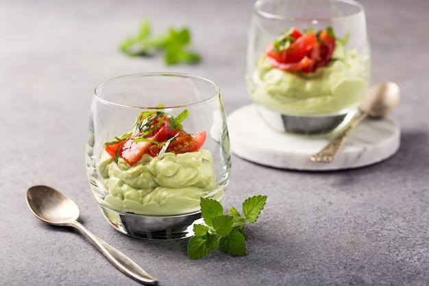 Mousse de aguacate verde fresco