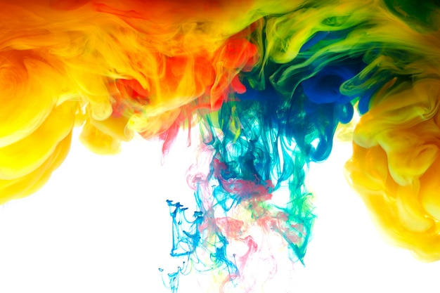 Movimiento color gota en agua