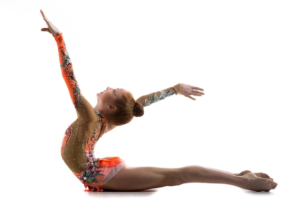 Muchacha del gimnasta que se resuelve