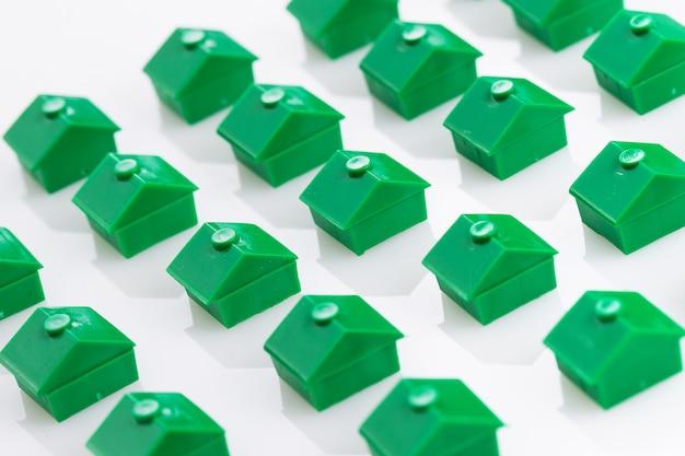 Muchas casas de juguete