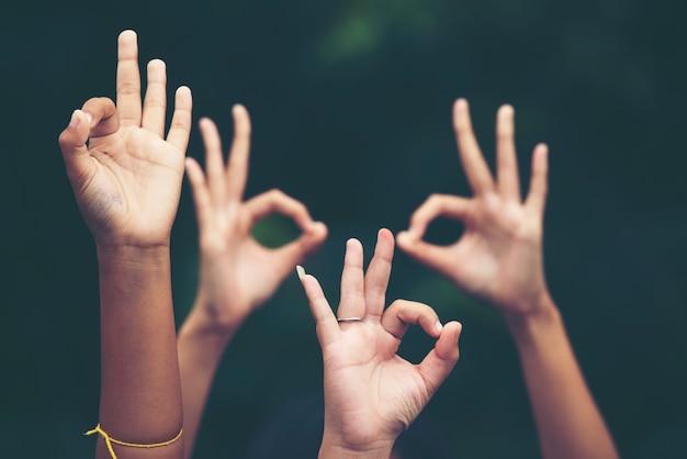 Muchas manos de las personas, concepto de negocio de éxito