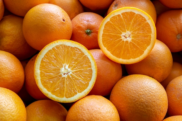 Muchas naranjas de valencia, españa.