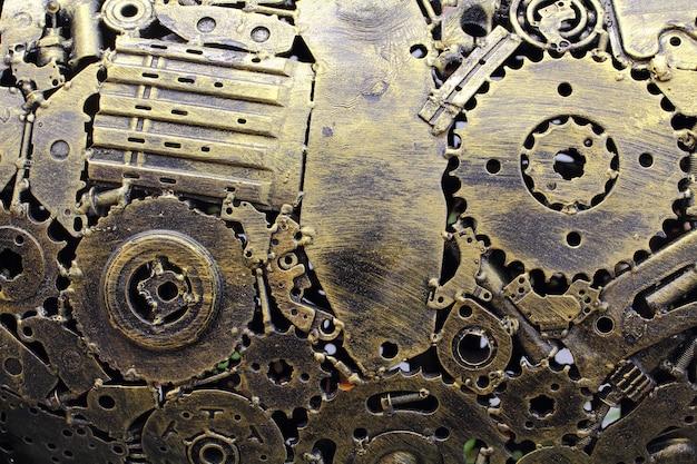Muchos antiguos engranajes de metal oxidado o piezas de la máquina