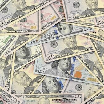 Muchos billetes de ciento cincuenta dólares en superficie de fondo plano de cerca. vista superior plana