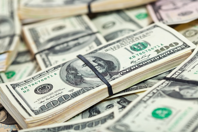 Muchos billetes en dólares estadounidenses
