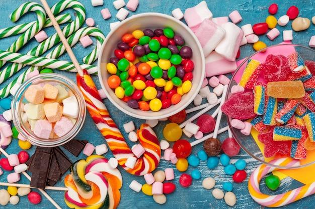 Muchos dulces coloridos
