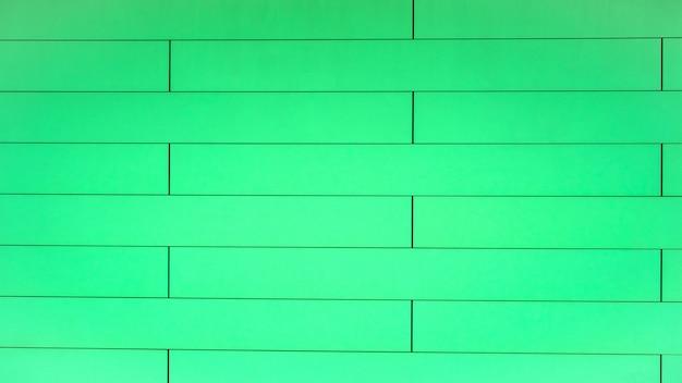 Muchos marcos verdes en la pared de la casa son de forma rectangular. edificio de fondo. de cerca.