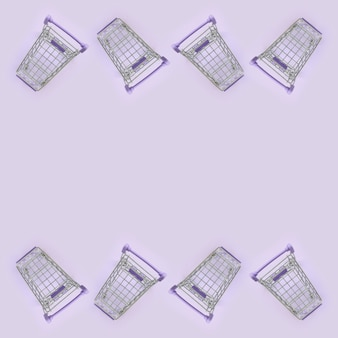 Muchos pequeños carritos de compras en violeta.
