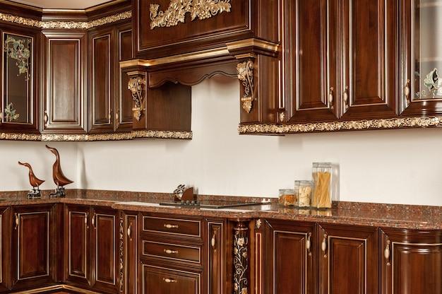 Muebles de cocina de lujo en estilo vintage.