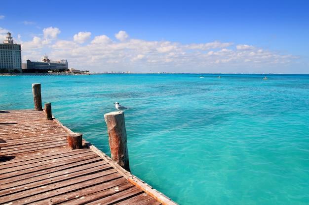 Muelle de madera de cancún tropical mar del caribe