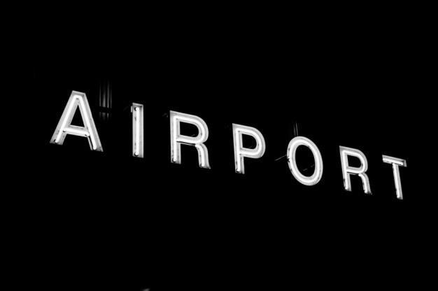 Muestra del aeropuerto en fondo negro