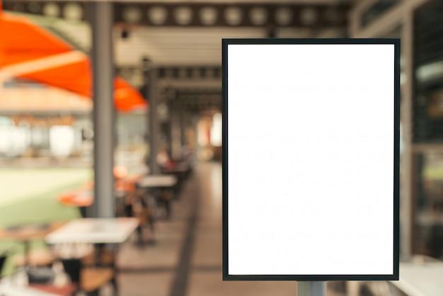 Muestra en blanco con el espacio de la copia para su mensaje de texto o contenido en centro comercial moderno.