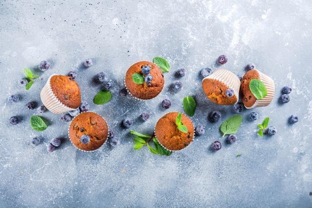 Muffins de arándanos con bayas frescas
