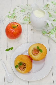 Muffins de manzana con manzanas frescas