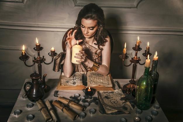 Mujer adivina adivina el destino de la mesa de noche