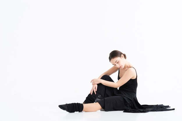 Mujer adulta profesional posando con espacio de copia