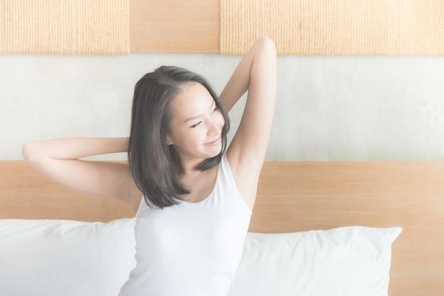 Mujer asiática joven