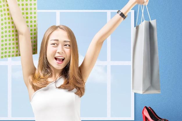 Mujer asiática, proceso de llevar, bolsas de compras, posición, con, pared azul
