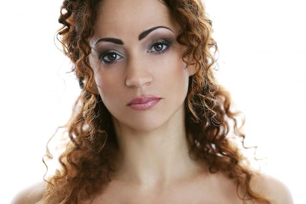 Mujer atractiva en la mediana edad