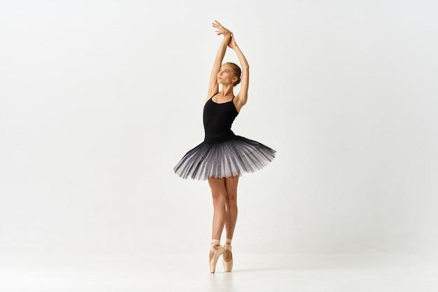 Mujer bailarina bailando ballet