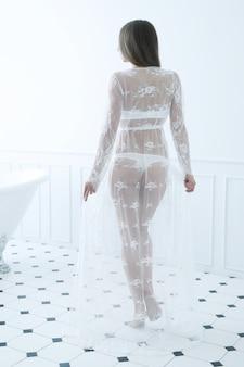 Mujer en baño