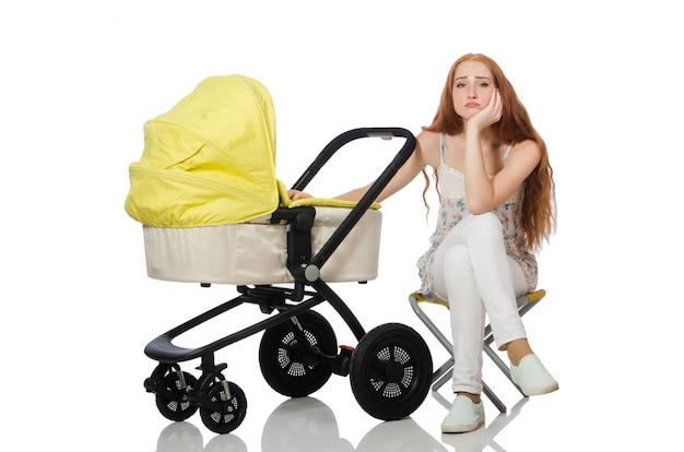 Mujer con bebé y cochecito aislado en blanco