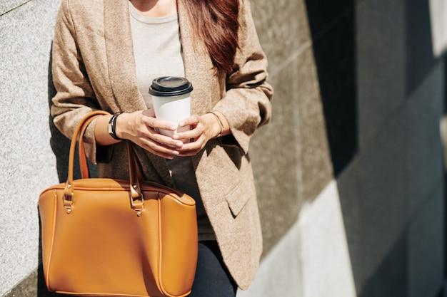 Mujer, bebida, taza de café