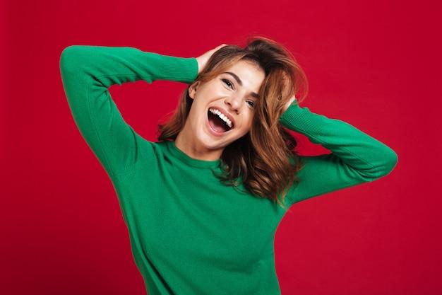 Mujer bonita joven feliz emocionada