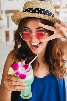 Mujer bonita de vacaciones