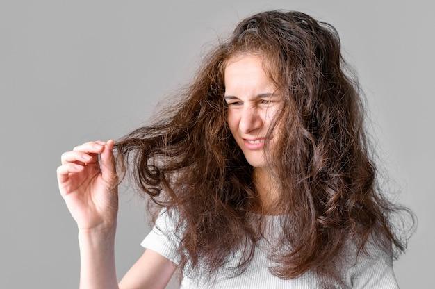 Mujer con cabello enredado