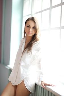 Mujer, en, camisa blanca