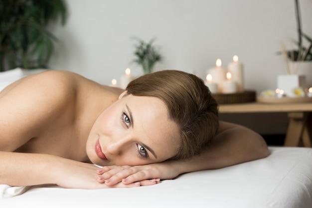 Mujer en centro de spa