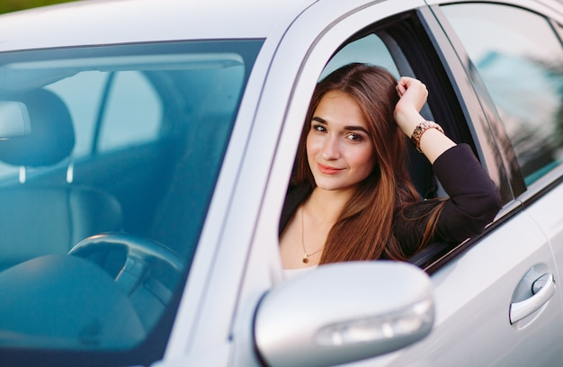 Mujer en coche