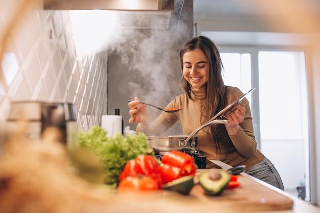 Mujer, cocina, en, cocina