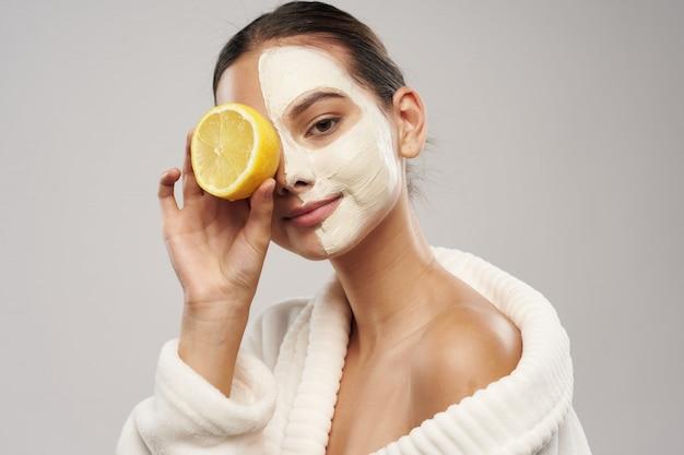 Mujer cuidado facial, máscaras y retrato